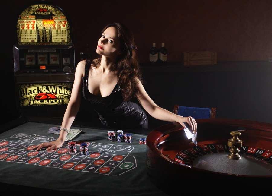 female live casino dealer at roulette table